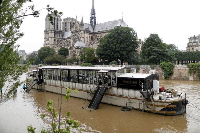 Παρίσι:Οι χειρότερες πλημμύρες τα τελευταία 100 χρόνια - εικόνα 5