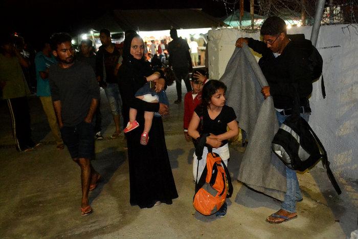 Χάος στη Μόρια - Πυρπόλησαν το hotspot - εικόνα 6