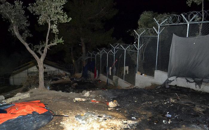 Χάος στη Μόρια - Πυρπόλησαν το hotspot - εικόνα 9