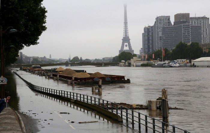 Κλείνει το Λούβρο στο πλημμυρισμένο Παρίσι - εικόνα 2