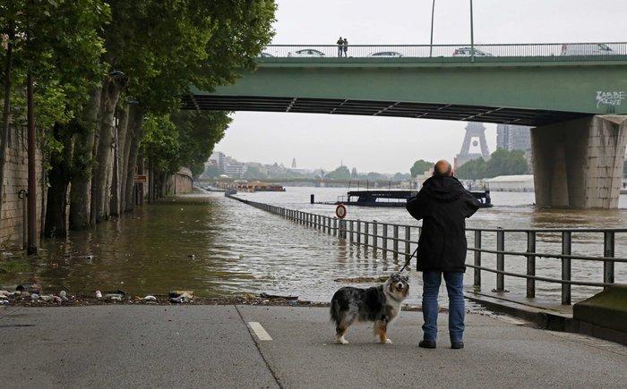 Κλείνει το Λούβρο στο πλημμυρισμένο Παρίσι - εικόνα 3