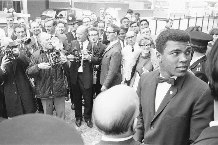 Ο Άλι ύψωσε το ανάστημά του. Και η νίκη του μας βοήθησε να συνηθίσουμε την Αμερική που αναγνωρίζουμε σήμερα», πρόσθεσε ο Ομπάμα