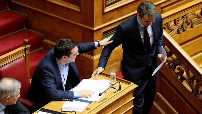 Αλέξης Τσίπρας και Κυριάκος Μητσοτάκης στη Βουλή. Η κόντρα ΣΥΡΙΖΑ-ΝΔ για τα εργασιακά αναμένεται να έχει πολλά επεισόδια