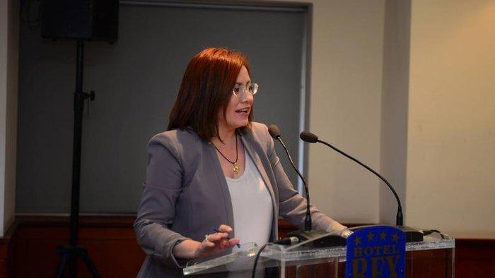 «Προφανώς και ο ΣΥΡΙΖΑ για άλλη μια φορά λέει ψέματα, αλλά αυτό δεν είναι είδηση» αναφέρει στη δήλωσή της η κ. Σπυράκη