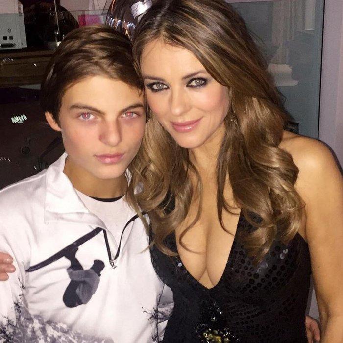 Με τον γιο της, με τον οποίο μοιάζουν σαν δυο σταγόνες νερό