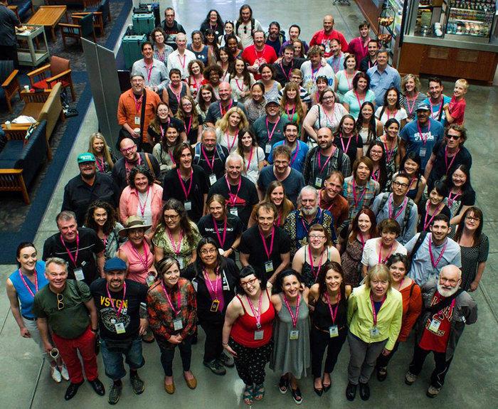 Σιάτλ 2015. Αναμνηστική φωτογραφία με το σύνολο των εκπροσώπων των περιοδικών δρόμου που συμμετείχαν στις εργασίες του περσινού συνεδρίου