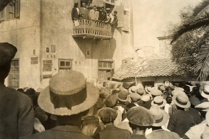 Προεκλογική συγκέντρωση του Σπύρου Τρικούπη στην εκλογική του περιφέρεια, η οποία χρονολογείται το 1930