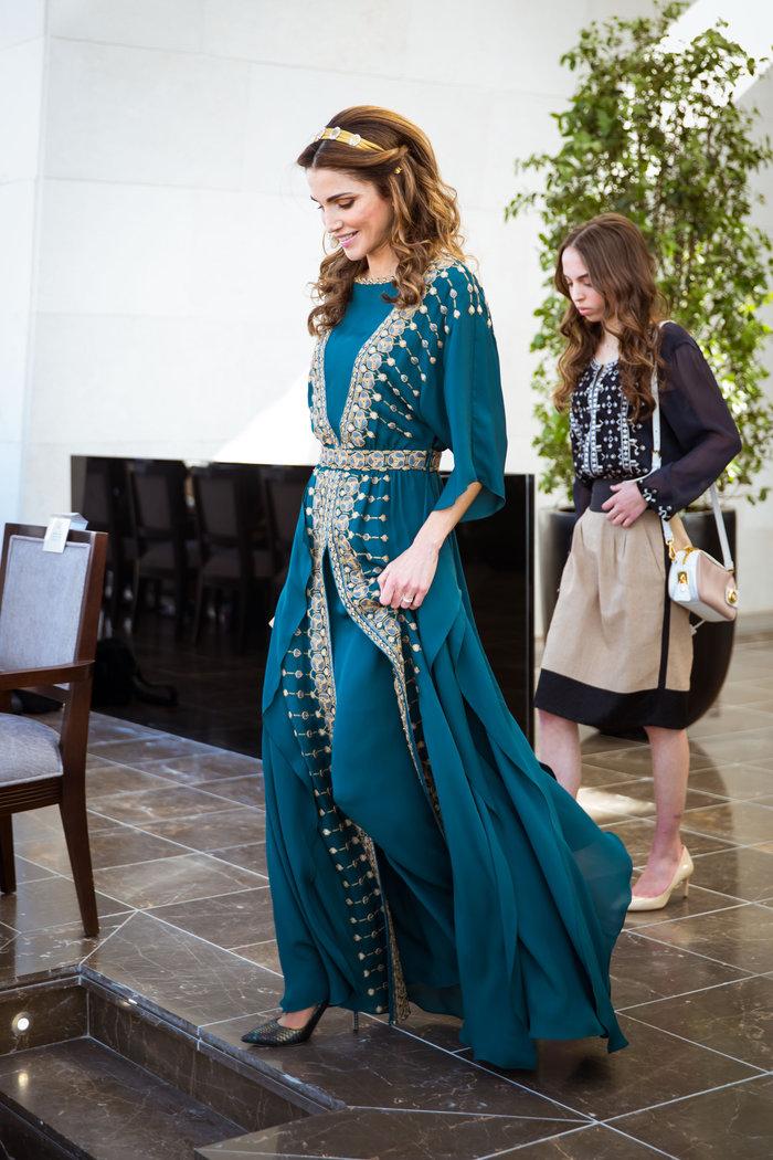 Η εκτυφλωτική βασίλισσα Ράνια και το σμαραγδένιο φόρεμα - εικόνα 2
