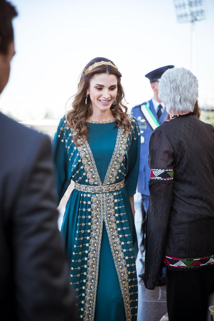 Η εκτυφλωτική βασίλισσα Ράνια και το σμαραγδένιο φόρεμα - εικόνα 4