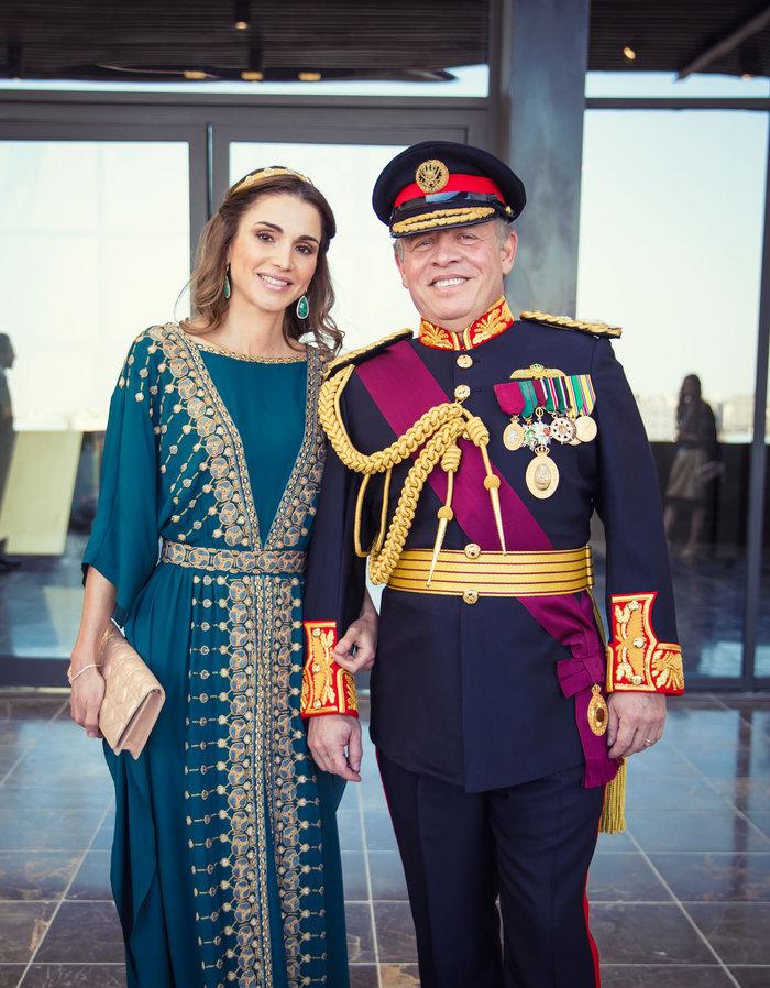 Η εκτυφλωτική βασίλισσα Ράνια και το σμαραγδένιο φόρεμα - εικόνα 7