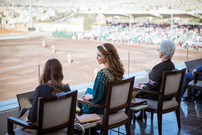Η εκτυφλωτική βασίλισσα Ράνια και το σμαραγδένιο φόρεμα - εικόνα 8