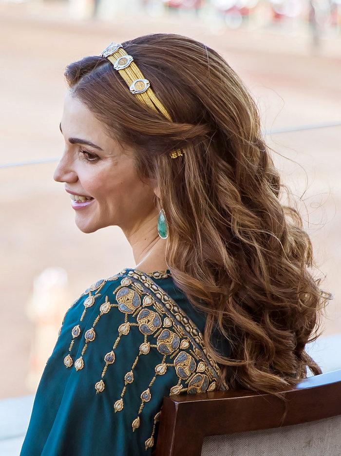 Η εκτυφλωτική βασίλισσα Ράνια και το σμαραγδένιο φόρεμα - εικόνα 3