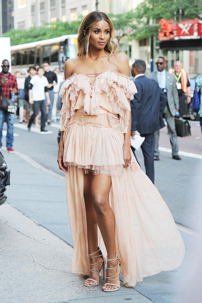 Το ροζ αέρινο φόρεμα που προκάλεσε πανικό στους δρόμους της ΝΥ - εικόνα 4
