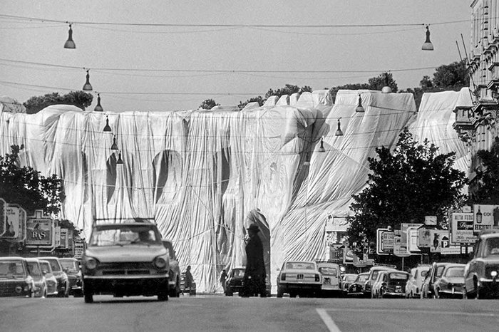 Wrapped Roman Wall, Via Veneto