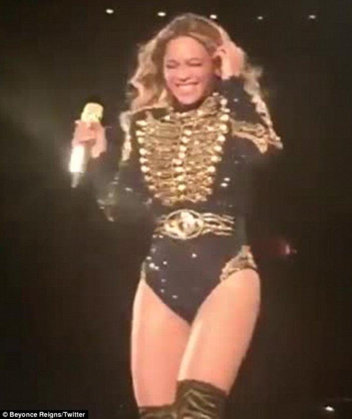 Η Μπιγιονσέ φτερνίζεται πάνω στη σκηνή και οι φαν τρελαίνονται! [Βίντεο] - εικόνα 3