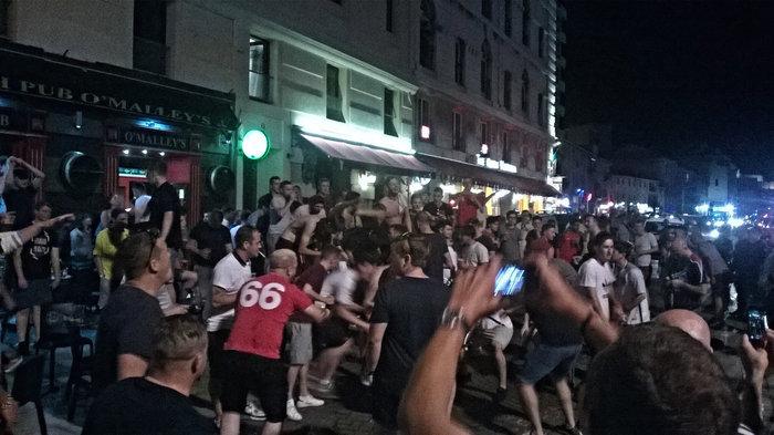 Ξέφυγαν οι Αγγλοι οπαδοί στη Μασσαλία: Φώναζαν «ISIS πού είσαι»
