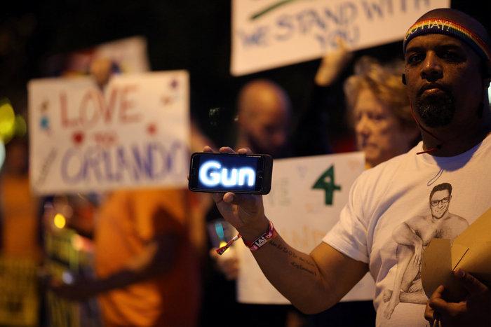 Ολονυκτίες και πορείες για τους νεκρούς του Ορλάντο - εικόνα 7