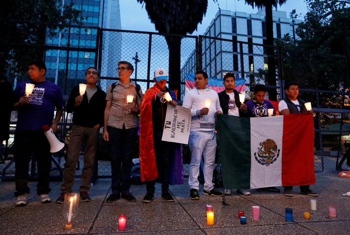 Ολονυκτίες και πορείες για τους νεκρούς του Ορλάντο - εικόνα 8