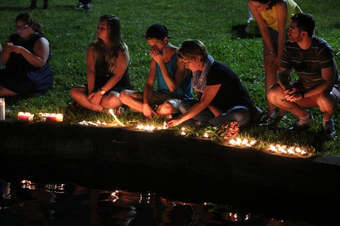 Ολονυκτίες και πορείες για τους νεκρούς του Ορλάντο - εικόνα 9