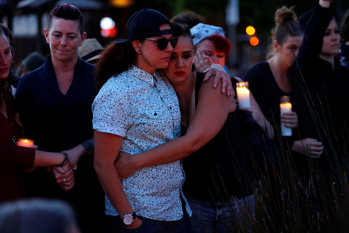 Ολονυκτίες και πορείες για τους νεκρούς του Ορλάντο - εικόνα 10
