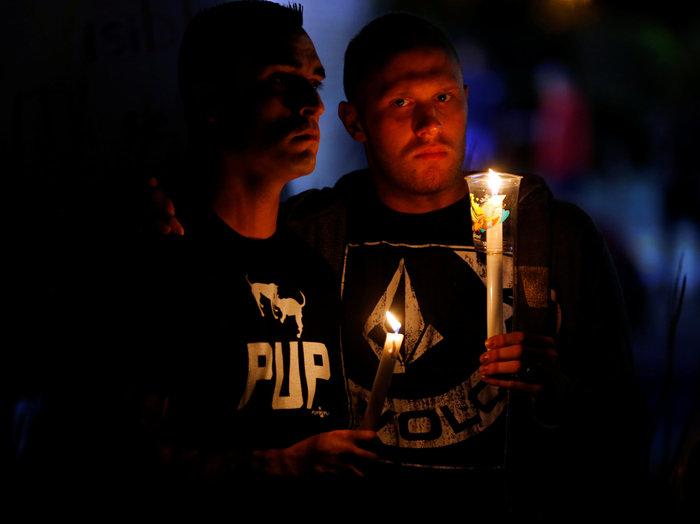 Ολονυκτίες και πορείες για τους νεκρούς του Ορλάντο - εικόνα 12