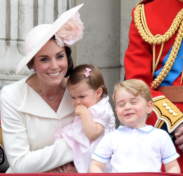 Ντελίριο στη Βρετανία για το ροζ φόρεμα της μικρής πριγκίπισσας - εικόνα 2