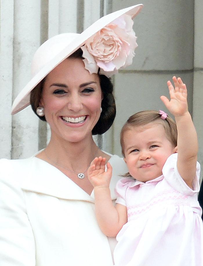Ντελίριο στη Βρετανία για το ροζ φόρεμα της μικρής πριγκίπισσας - εικόνα 6
