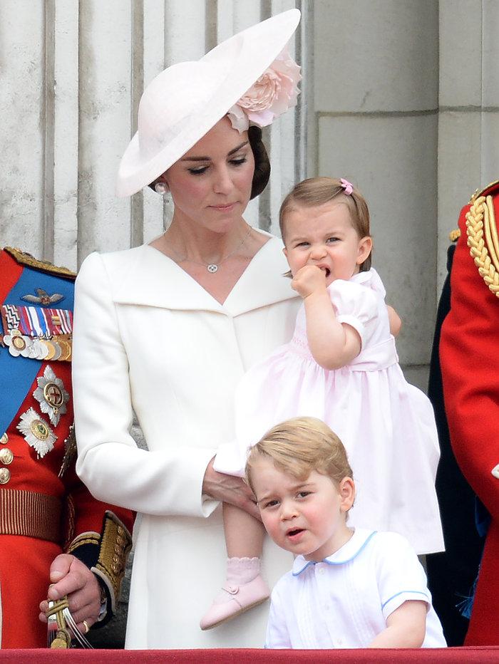 Ντελίριο στη Βρετανία για το ροζ φόρεμα της μικρής πριγκίπισσας - εικόνα 8