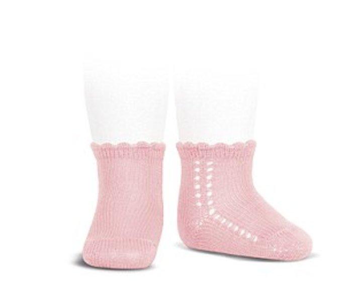 Από το «Amaia» είναι και οι κάλτσες της πριγκίπισσας, και κοστίζουν 3.10 λίρες.