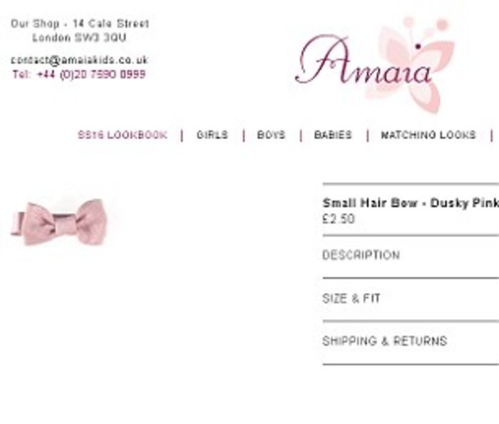 O φιόγκος που φορούσε στα μαλλιά της είναι από το κατάστημα «Amaia» και κοστίζει 2,5 λίρες.