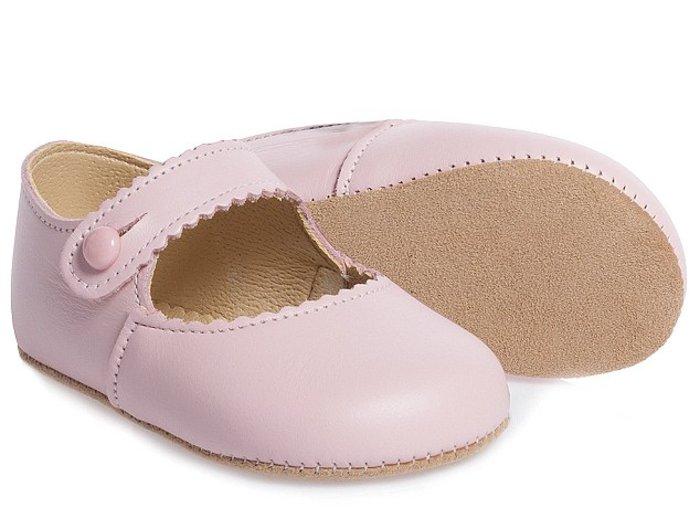 Τα παπουτσάκια είναι από το κατάστημα «Children's Salon» και κοστίζουν 30 δολάρια.