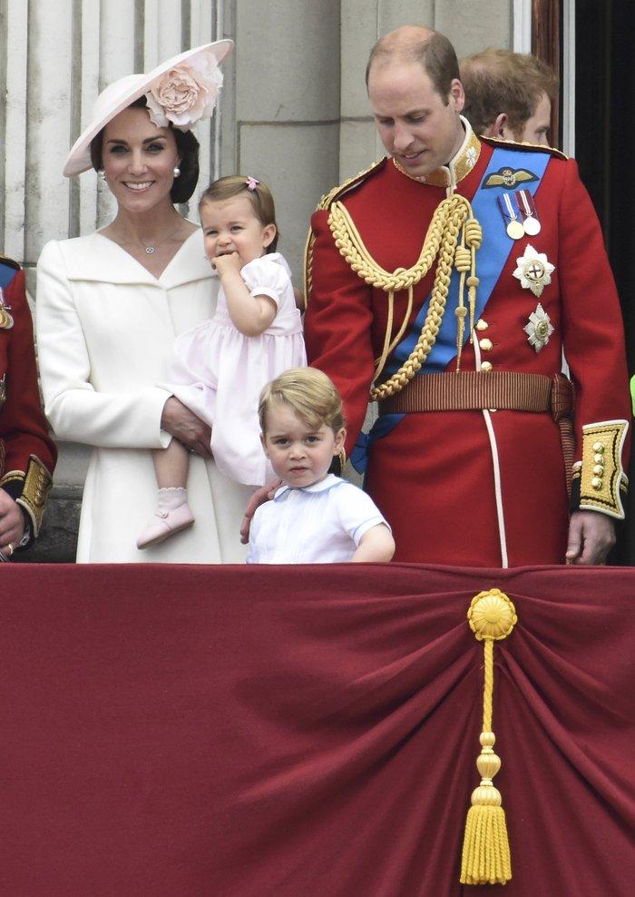 Ντελίριο στη Βρετανία για το ροζ φόρεμα της μικρής πριγκίπισσας - εικόνα 11