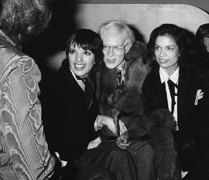 Λιζα Μινέλι, Άντι Γουόρχολ και Μπιάνκα Τζάγκερ στο στούντιο 54