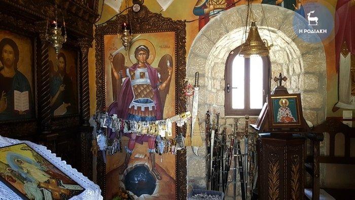 Δάκρυσε η εικόνα του Αρχάγγελου Μιχαήλ στη Ρόδο (φωτό) - εικόνα 2