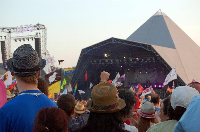 Το Φεστιβάλ Γκλάστονμπερι με αφιέρωμα στους Μπάουι, Πρινς και Λέμι - εικόνα 7