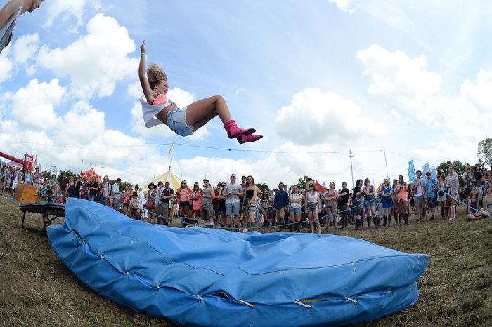 Το Φεστιβάλ Γκλάστονμπερι με αφιέρωμα στους Μπάουι, Πρινς και Λέμι - εικόνα 12
