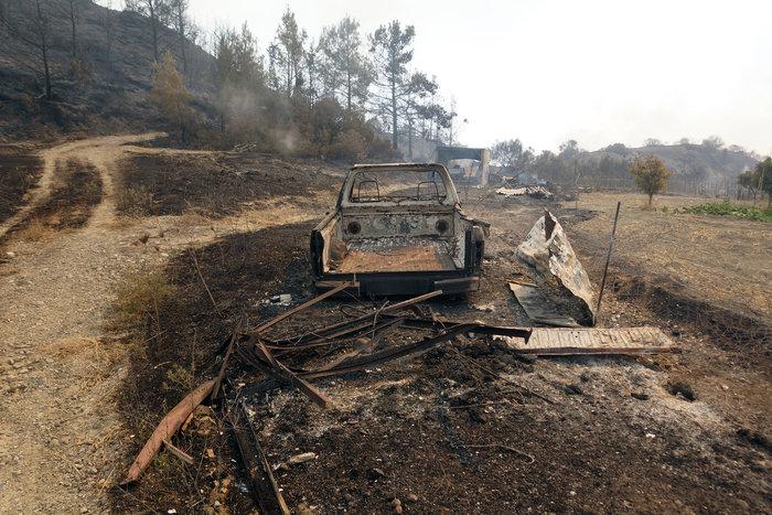 Συνεχίζεται η μάχη με τις φλόγες στη Ρόδο - Φωτο & Βίντεο - εικόνα 2