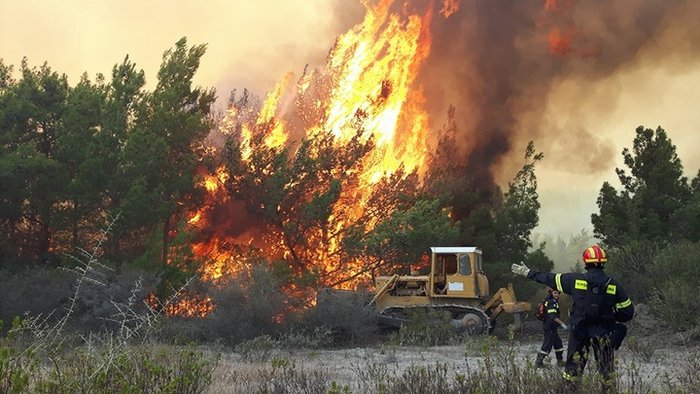 Συνεχίζεται η μάχη με τις φλόγες στη Ρόδο - Φωτο & Βίντεο - εικόνα 5