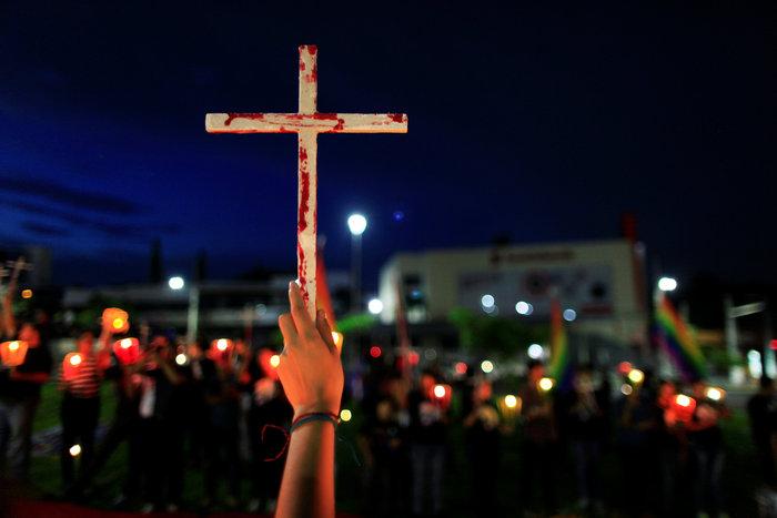 Ολονυκτία για τους 49 νεκρούς του Pulse Club στο Ορλάντο - εικόνα 2