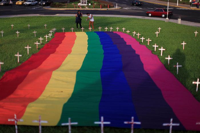 Ολονυκτία για τους 49 νεκρούς του Pulse Club στο Ορλάντο - εικόνα 3