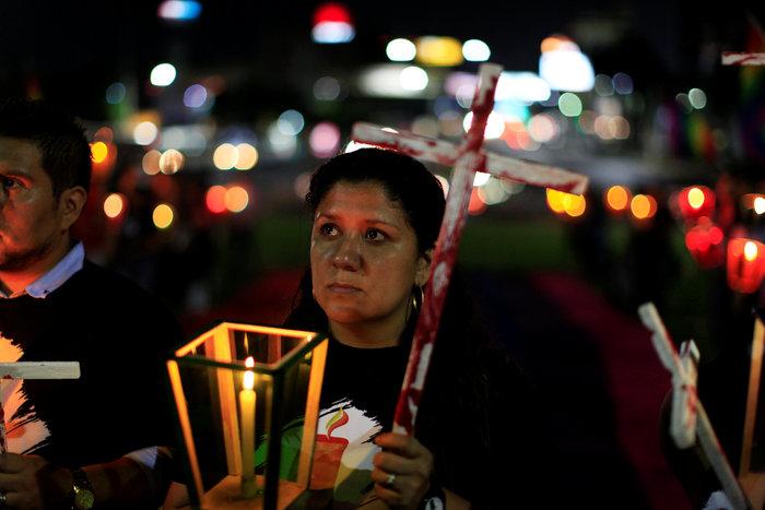 Ολονυκτία για τους 49 νεκρούς του Pulse Club στο Ορλάντο - εικόνα 5