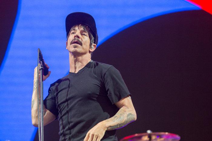 Ο ελληνική καταγωγής τραγουδιστής των Red Hot Chili Peppers έσωσε ένα μωρό