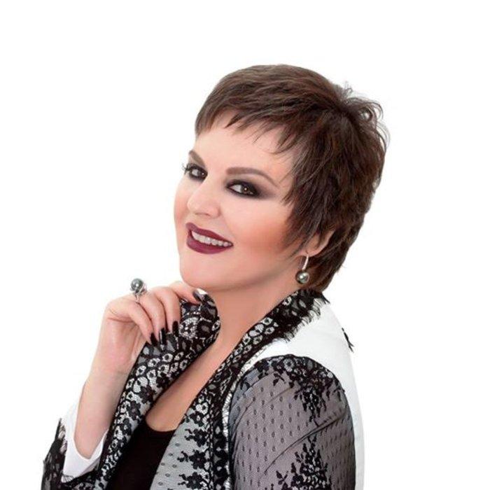 Γνωστή Ελληνίδα ηθοποιός μιλά για τη νικηφόρα μάχη της κατά του καρκίνου
