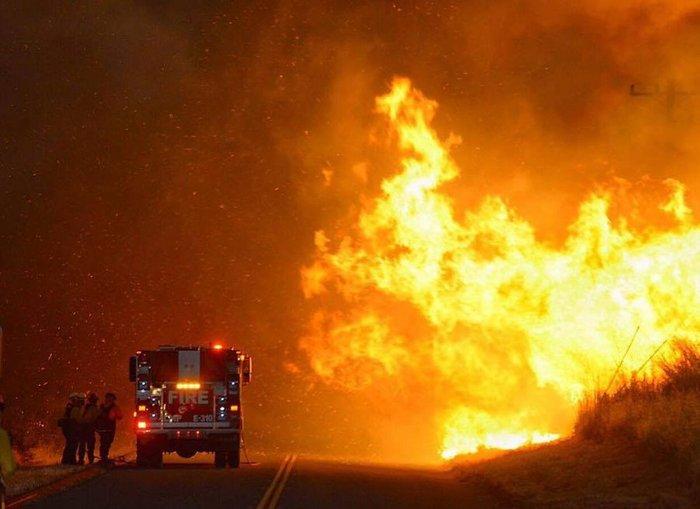 Μαίνονται ανεξέλεγκτες οι φωτιές στην Καλιφόρνια - ΒΙΝΤΕΟ