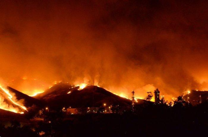 Μαίνονται ανεξέλεγκτες οι φωτιές στην Καλιφόρνια - ΒΙΝΤΕΟ - εικόνα 2