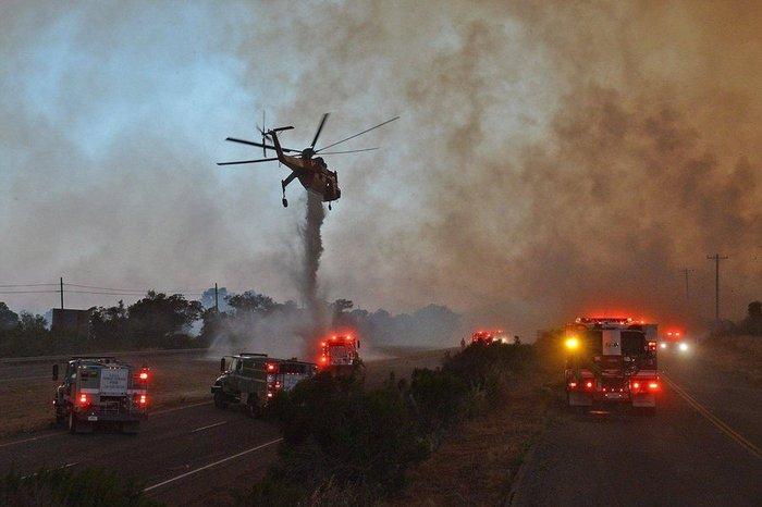 Μαίνονται ανεξέλεγκτες οι φωτιές στην Καλιφόρνια - ΒΙΝΤΕΟ - εικόνα 4
