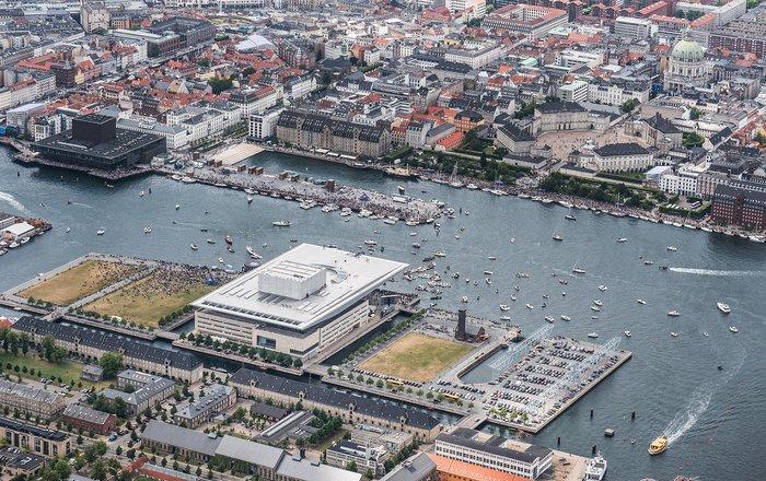 Καταδύσεις που κόβουν την ανάσα μπροστα στην όπερα της Κοπεγχάγης φωτό - εικόνα 3