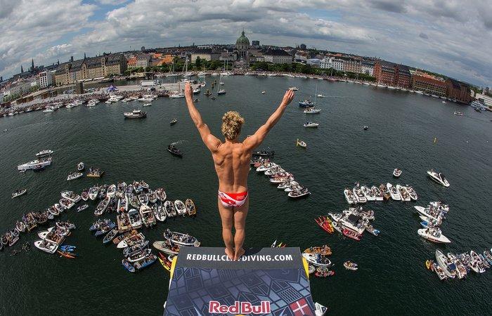 Καταδύσεις που κόβουν την ανάσα μπροστα στην όπερα της Κοπεγχάγης φωτό - εικόνα 5