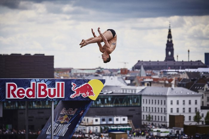 Καταδύσεις που κόβουν την ανάσα μπροστα στην όπερα της Κοπεγχάγης φωτό - εικόνα 7