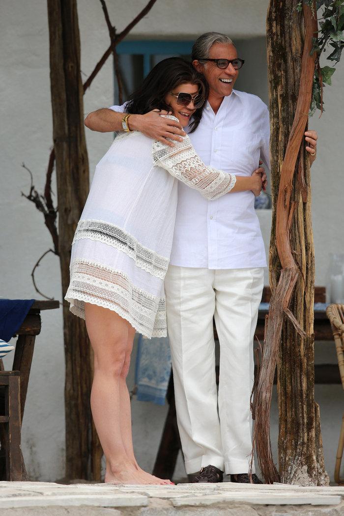 H Κέιτι Χολμς «στον Σκορπιό» ως Τζάκι Κένεντι 50 χρόνια μετά [Εικόνες] - εικόνα 5